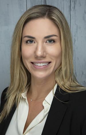 Amanda-Fox-headshot